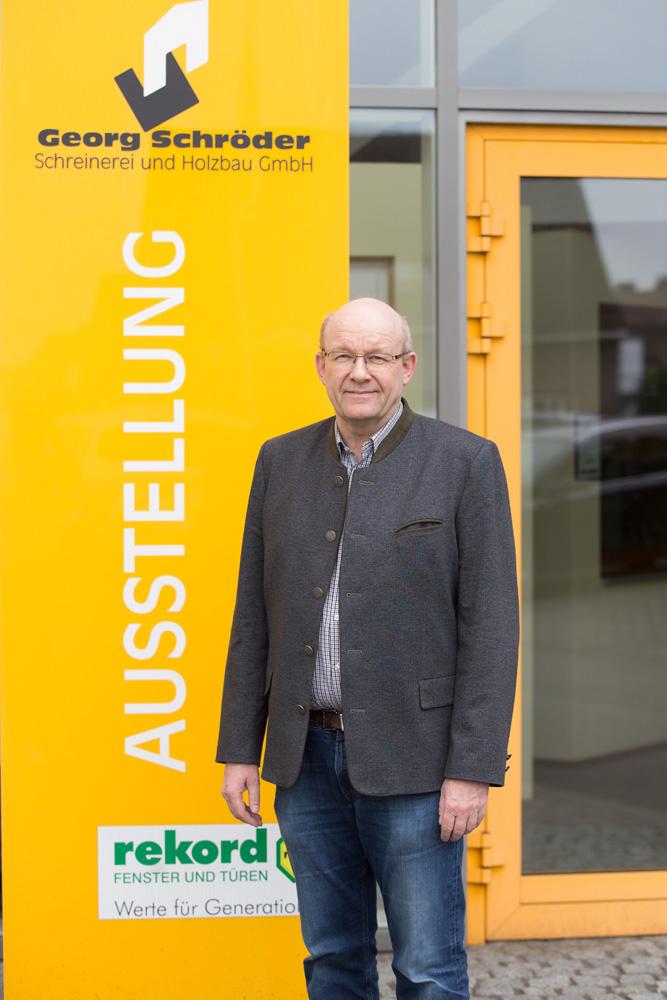 Berthold Schröder: Geschäftsführer seit 1991 Zimmermeister und Gebäudeenergieberater