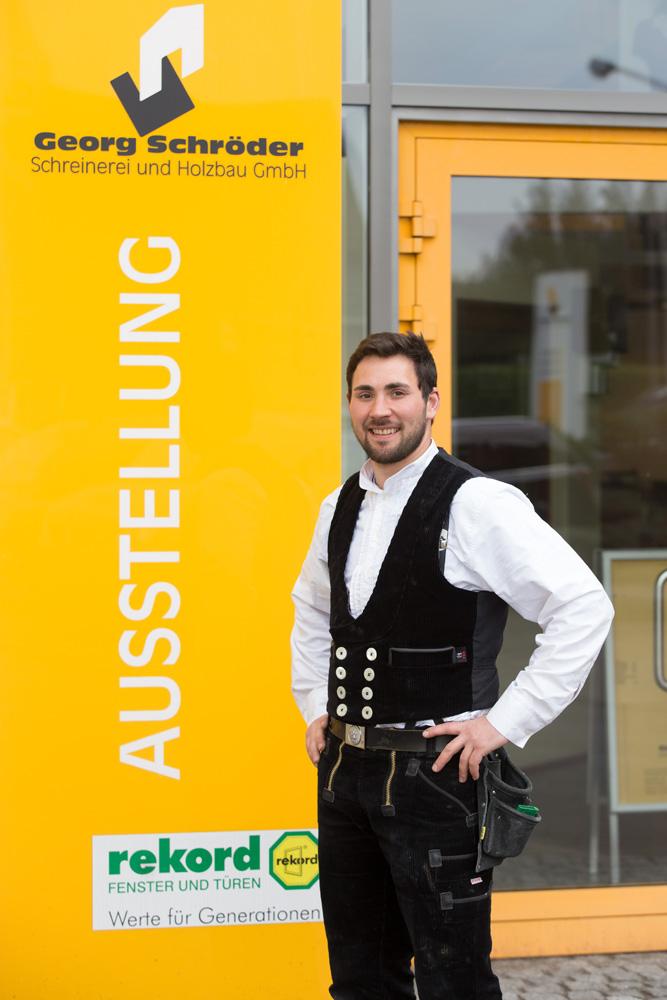 Christopher Tillmann: Montageleitung Zimmerei Teammitglied seit: 2009 Zimmerermeister