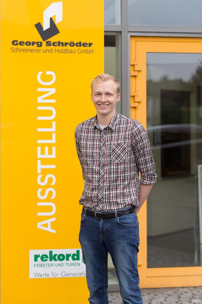 Adrian Schröder: Arbeitsvorbereitung Zimmerei, Schreinerei Teammitglied seit 2014 Zimmerergeselle und angehender Holzingenieur
